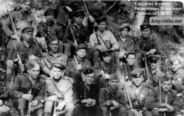 25. Група повстанців.
